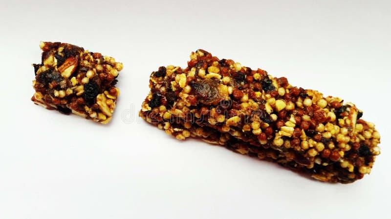 chocolate con las nueces y las frutas secas imagenes de archivo
