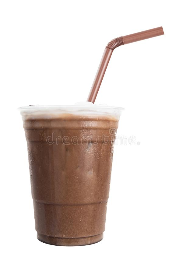 Chocolate congelado com palha no copo plástico isolado no fundo branco imagens de stock
