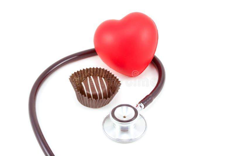 Chocolate, corazón, y Stethosc imagen de archivo libre de regalías