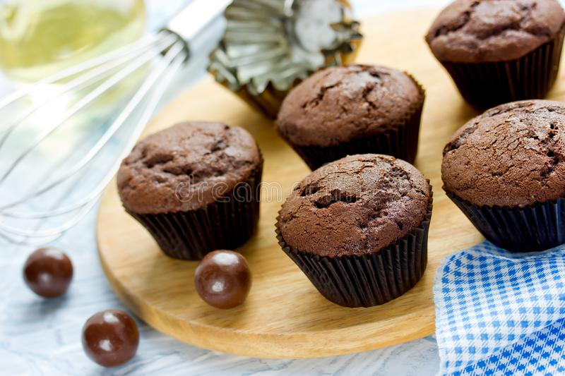 Chocolate cupcakes, delicious homemade chocolate cakes. With cracks in brown paper cases royalty free stock photos
