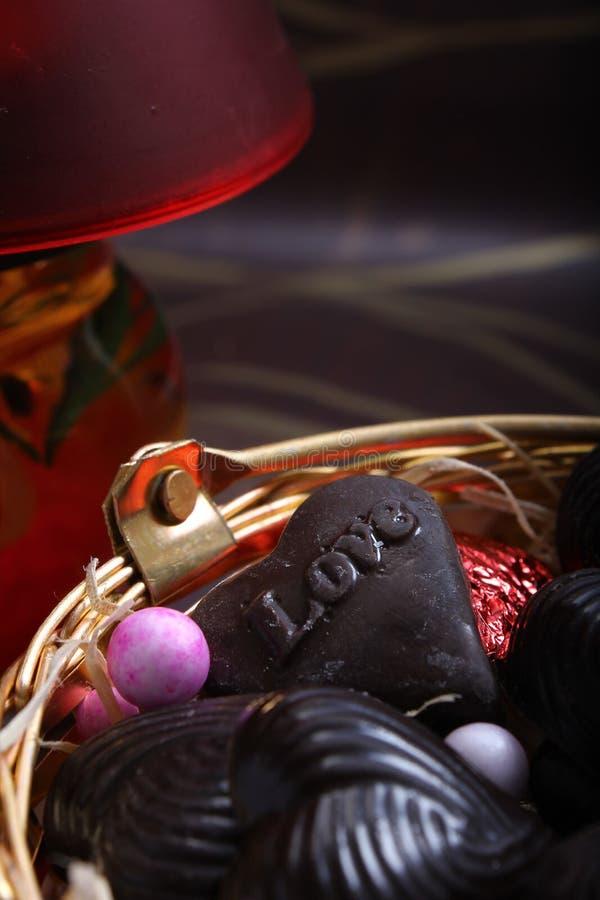Chocolate dado forma coração feito casa com amor fotos de stock royalty free
