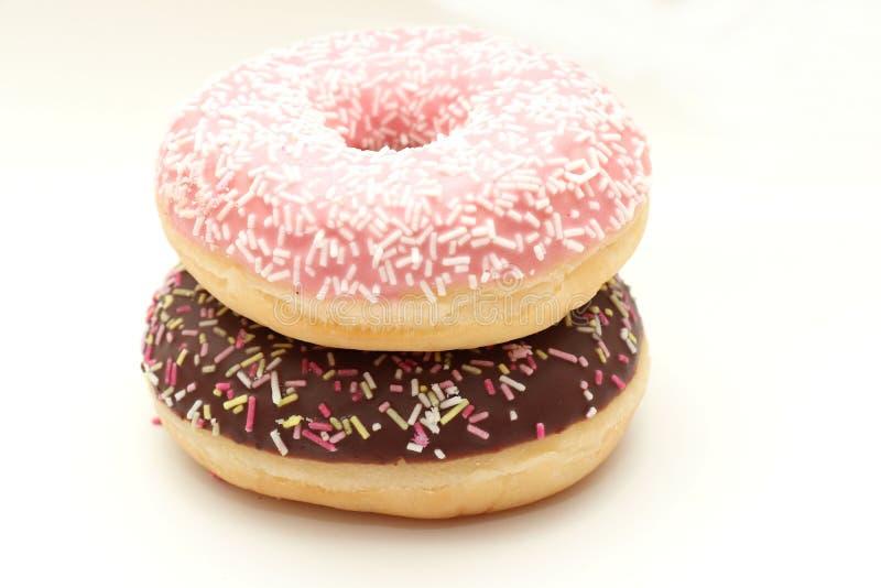 Chocolate e anéis de espuma congelados cor-de-rosa imagem de stock royalty free