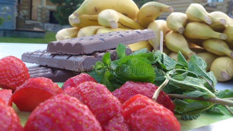 Chocolate e hortelã da morango imagens de stock