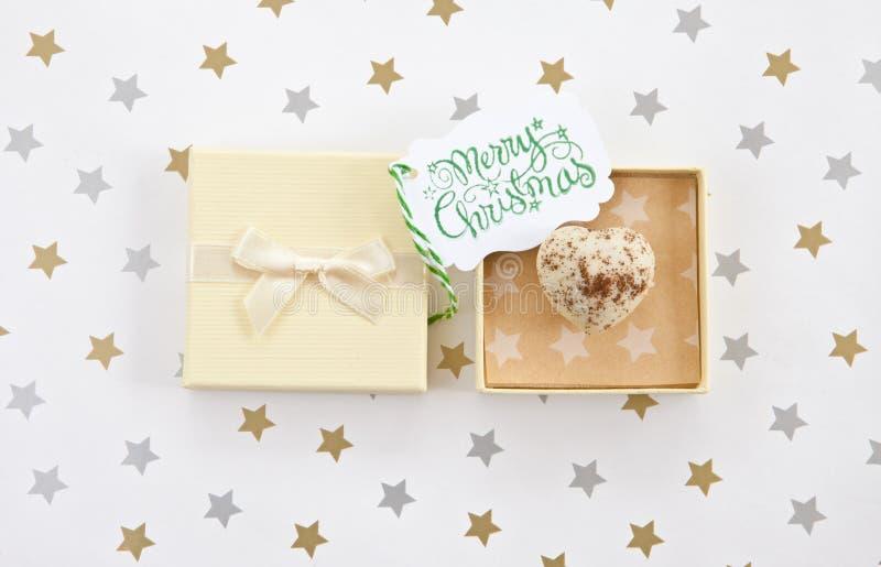 Chocolate en caja de regalo fotografía de archivo