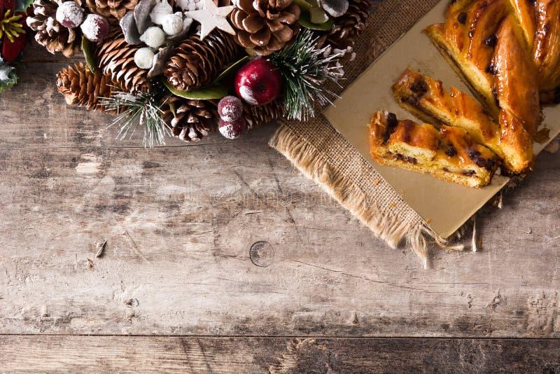 Chocolate hecho en casa de la trenza en la madera imagen de archivo libre de regalías