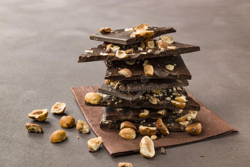 Chocolate oscuro de la avellana foto de archivo libre de regalías