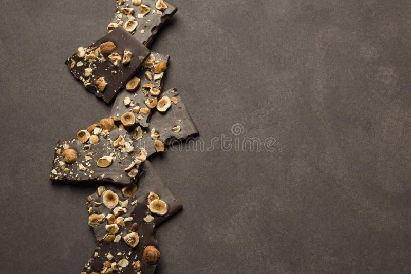Chocolate oscuro de la avellana fotos de archivo libres de regalías