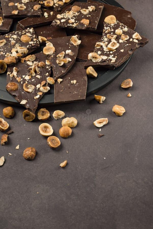 Chocolate oscuro de la avellana imágenes de archivo libres de regalías