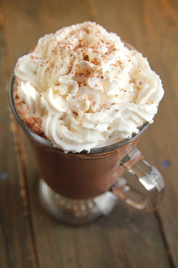 Chocolate quente com creme chicoteado fotos de stock royalty free