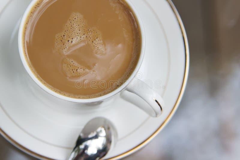 Chocolate quente em um copo fotografia de stock