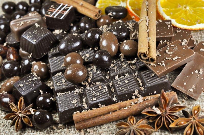 Chocolate y especias imágenes de archivo libres de regalías