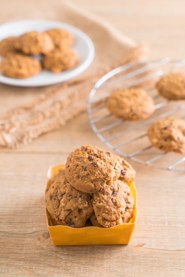 chocolate y galletas del anacardo fotos de archivo