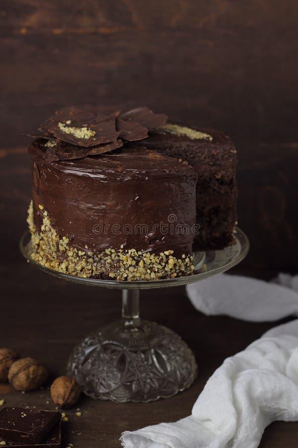 Chocolate y torta de las nueces imagenes de archivo