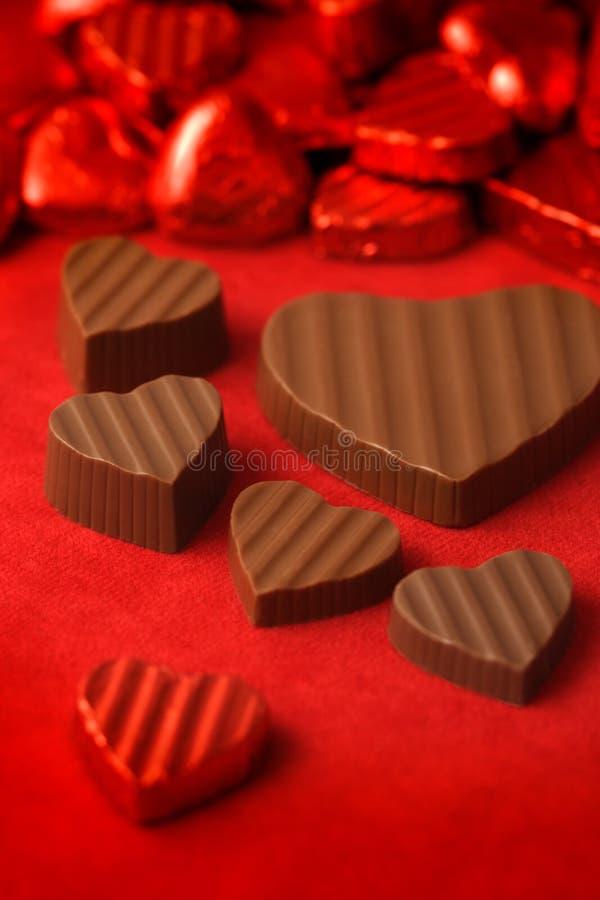 Chocolates 2 del día de tarjetas del día de San Valentín imagenes de archivo