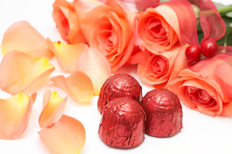 Chocolats de Valentines avec des roses images libres de droits