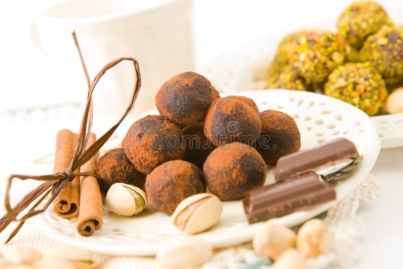 Chocolats fabriqués à la main photos libres de droits