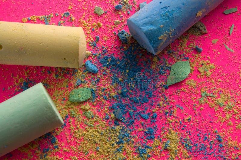 Chodniczka proszek na Różowym Backgound i kreda obrazy stock