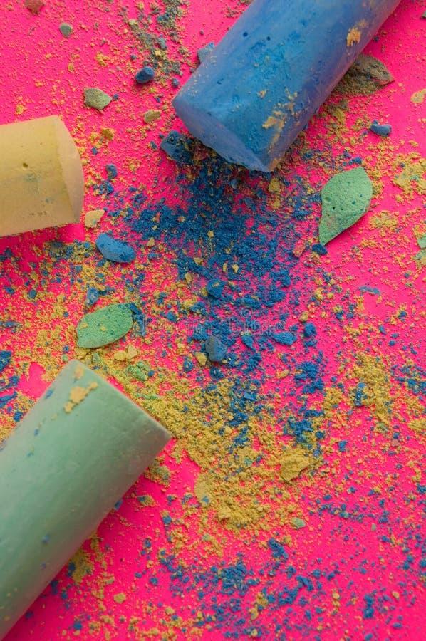 Chodniczka proszek na Różowym Backgound i kreda obraz stock