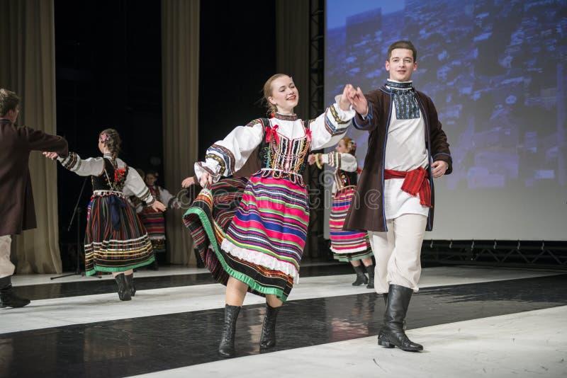 Download Chodowiacy舞蹈小组的舞蹈家在阶段执行 编辑类图片. 图片 包括有 音乐, 舞蹈演员, 激情, 执行 - 30326955