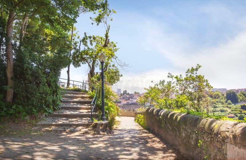 Chodzące aleje w Cristal pałac ogródach Portugal porto obrazy royalty free