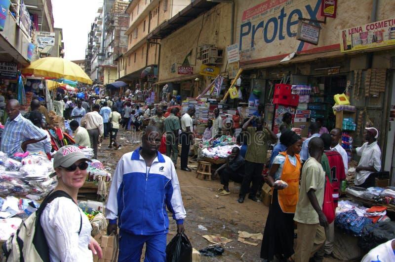 Chodząca synklina ulicy Kampala miasto zdjęcia stock