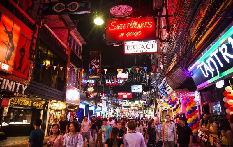 Chodząca ulica w Pattaya, Tajlandia życie nocne zdjęcie stock