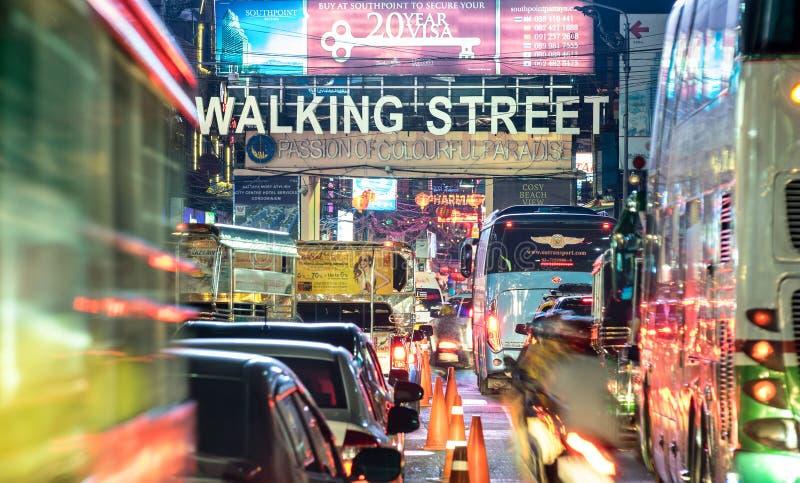 Chodząca ulica w Pattaya, Tajlandia życiu nocnym - obraz royalty free