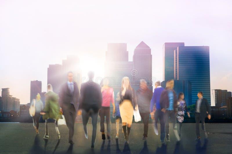 Chodzący ludzie składu, ruch plama, biznes i nowoczesnego życia pojęcie, zdjęcie stock