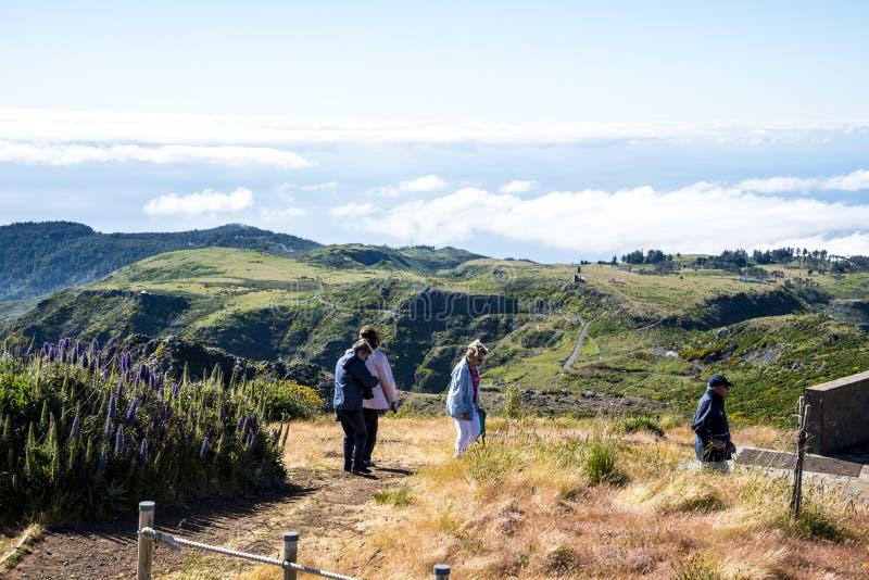 Chodzący na Pico robi Arieiro, przy 1.818 m wysokimi, jest madery wyspy ` s trzeci wysokim szczytem zdjęcia royalty free