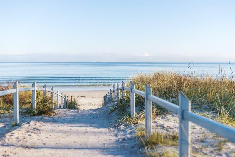 Chodzący plaża na Niemcy wielkiej wyspie, RÃ ¼ gen obraz royalty free