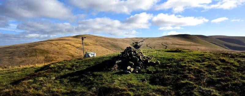 Chodzący słupy i plecak szczytu kopem zdjęcie royalty free