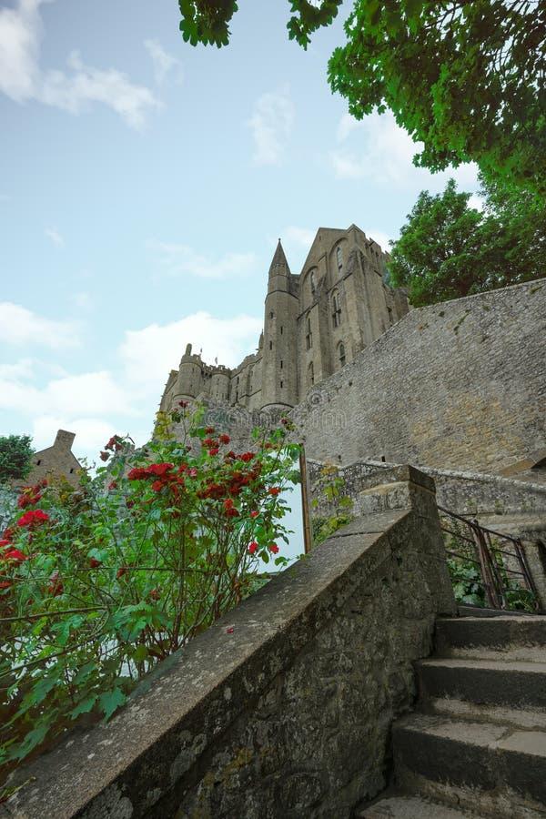 Chodzący schodek do Mont saint michel opactwa obrazy royalty free