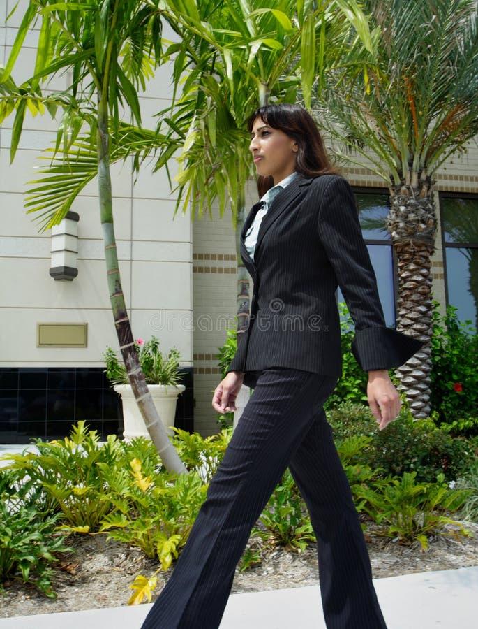 chodzenie bizneswomanu zdjęcie stock