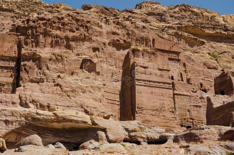 Chodzić między Ñ  onstruction zaniechany miasto Petra zdjęcia stock