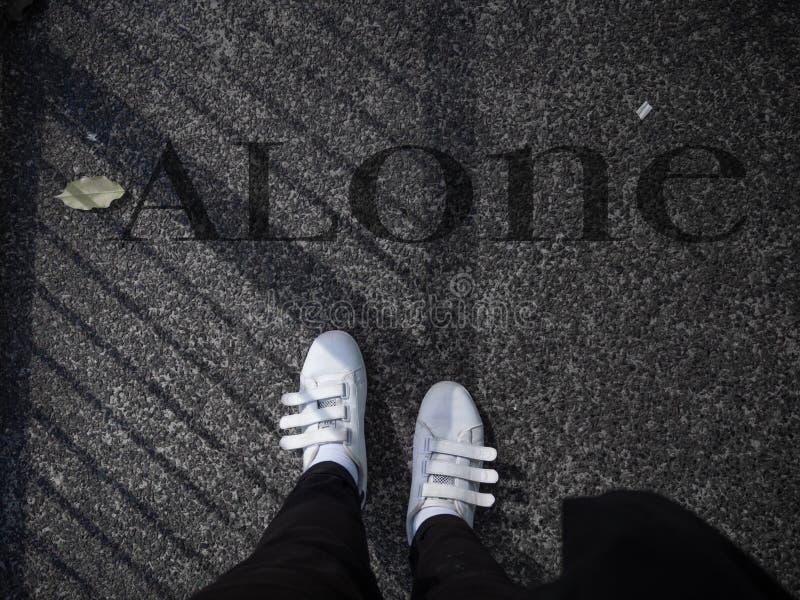 Chodzić na samotnych sposobach zdjęcie royalty free