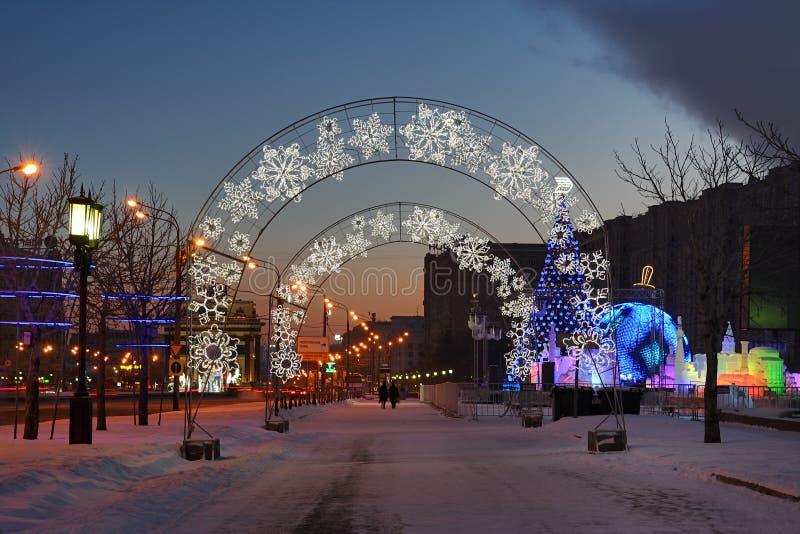 Chodzić przy świtem Wzdłuż alei pokój w zwycięstwo parku Moskwa obrazy royalty free