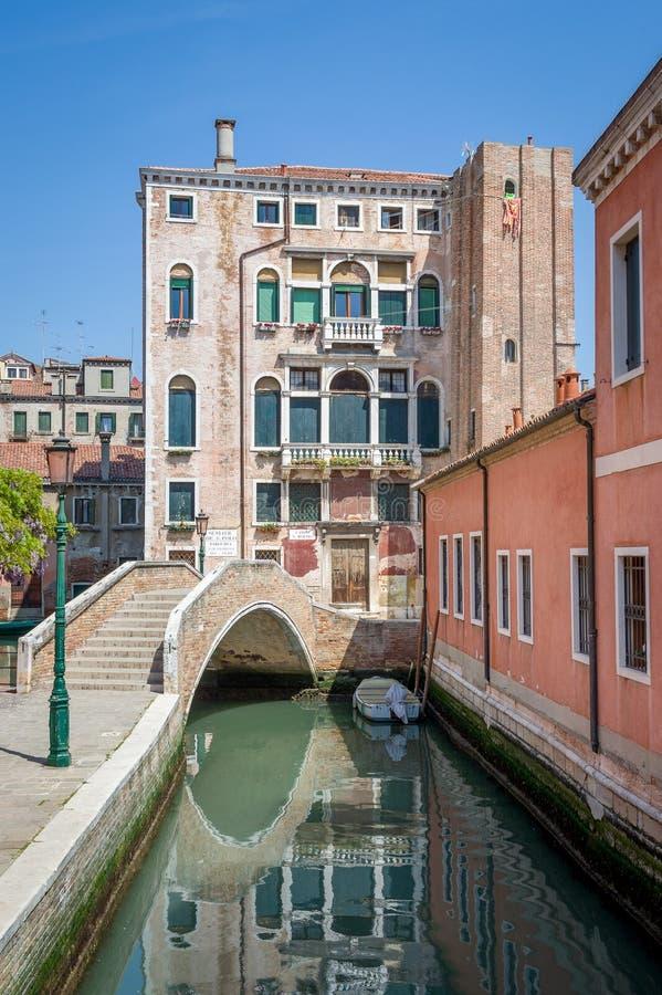 Chodzić trasy stary Wenecja miasteczko Kanały, mosty i tradycyjni domy, obrazy royalty free