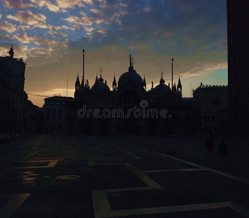 Chodzić w wieczór dla Wenecja zdjęcia stock