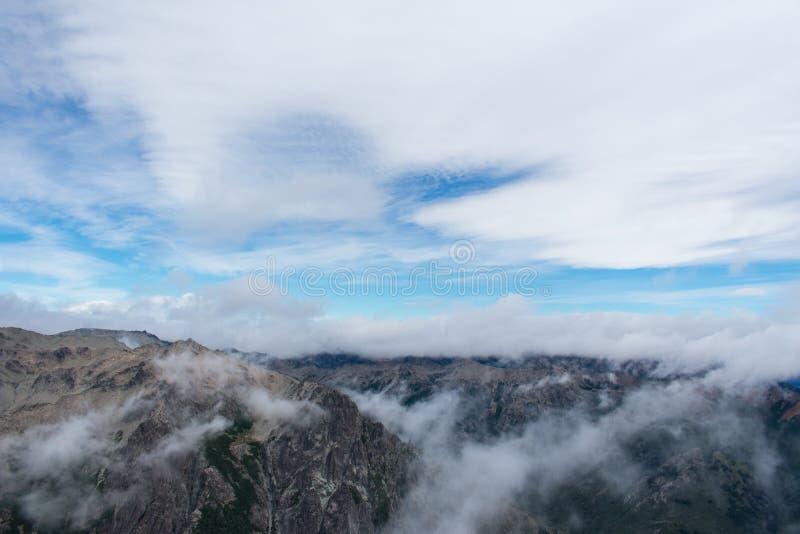 Chodzić z chmurami zdjęcie royalty free