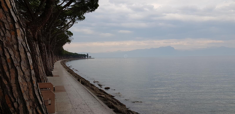 Chodzi na piękno Peschiera Del Garda zdjęcia royalty free