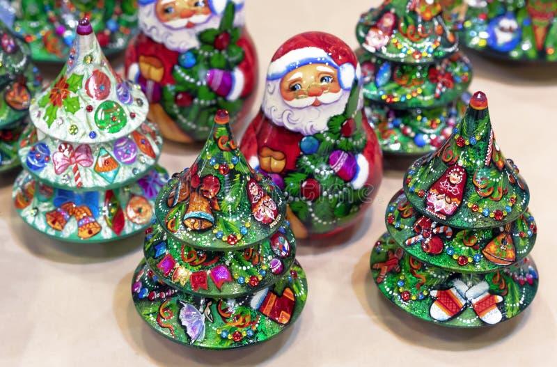 Choinka i Santa drewniane wakacyjne dekoracje zdjęcia stock