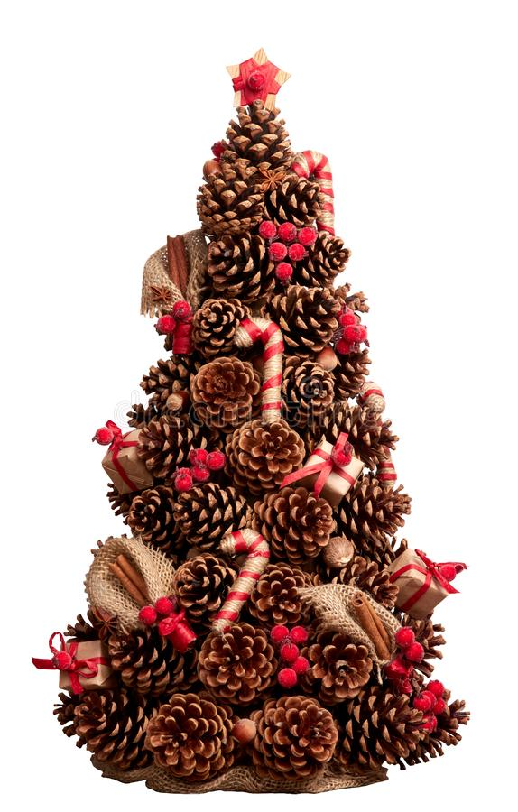 Choinka robić rożki dekorował z cynamonowymi kijami, dokrętka fotografia stock