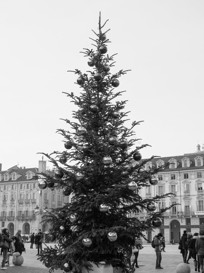 Choinka z baubles w Turyn w czarny i biały fotografia stock