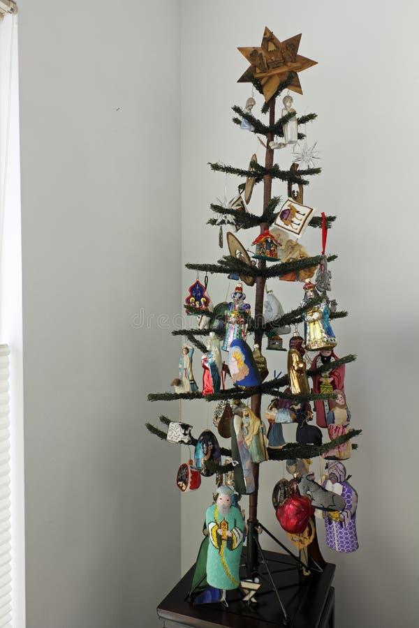 Choinka z narodzenie jezusa tematu ornamentami obraz royalty free