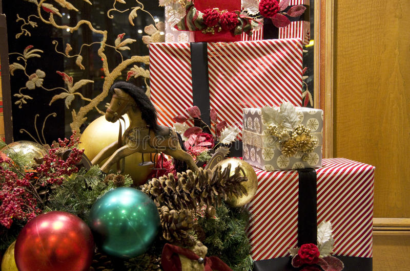 Choinka zaświeca prezenta pudełka opakunek zdjęcie royalty free