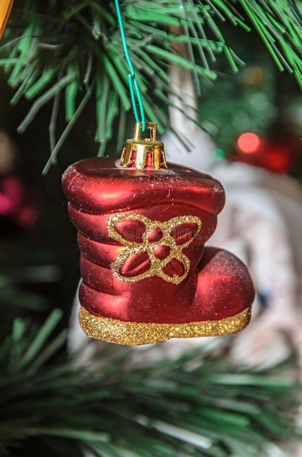 Choinki obwieszenia ornament, czerwony but, zakończenie w górę obrazy stock