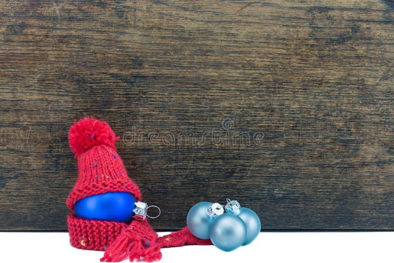 Choinki piłka i drewniany tło zdjęcie royalty free
