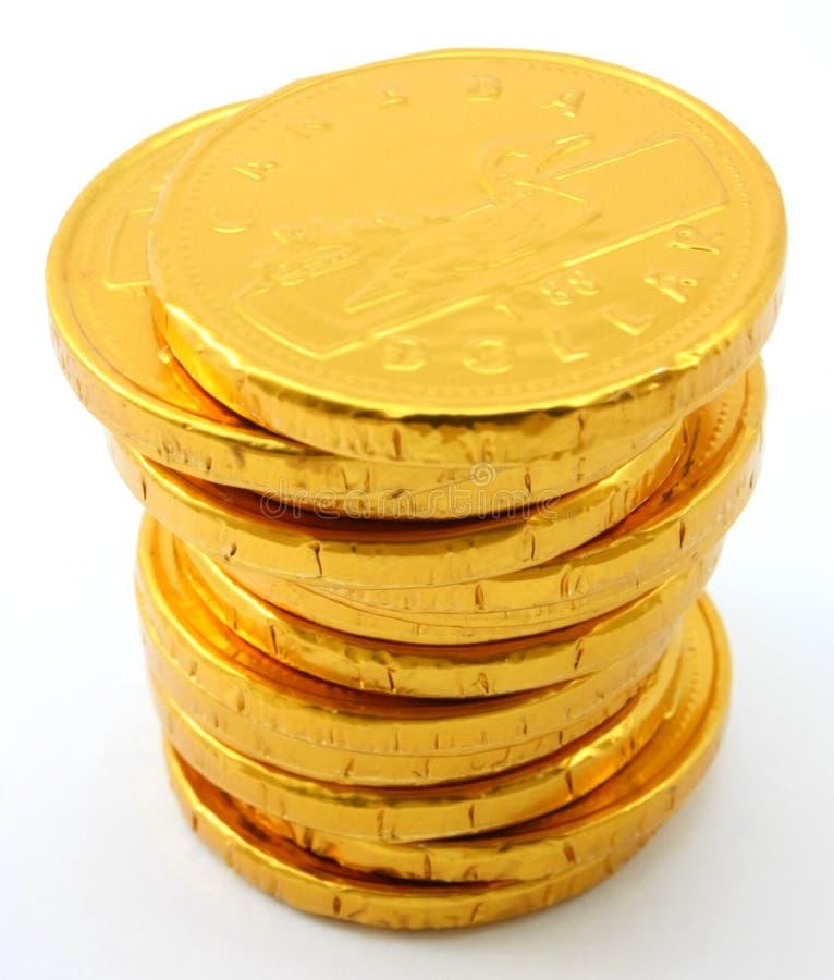 Choisissez la pile de pièces d'or de chocolat image stock