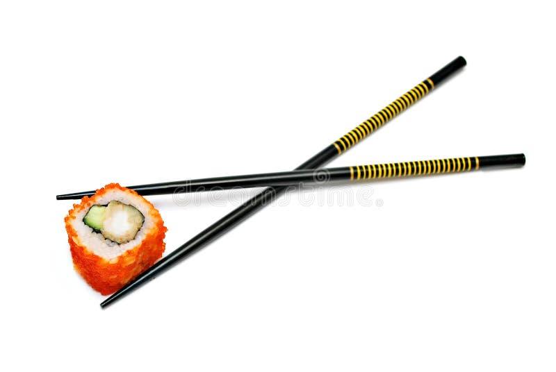 Choisissez le roulis de sushi du Japon dans les baguettes photo libre de droits