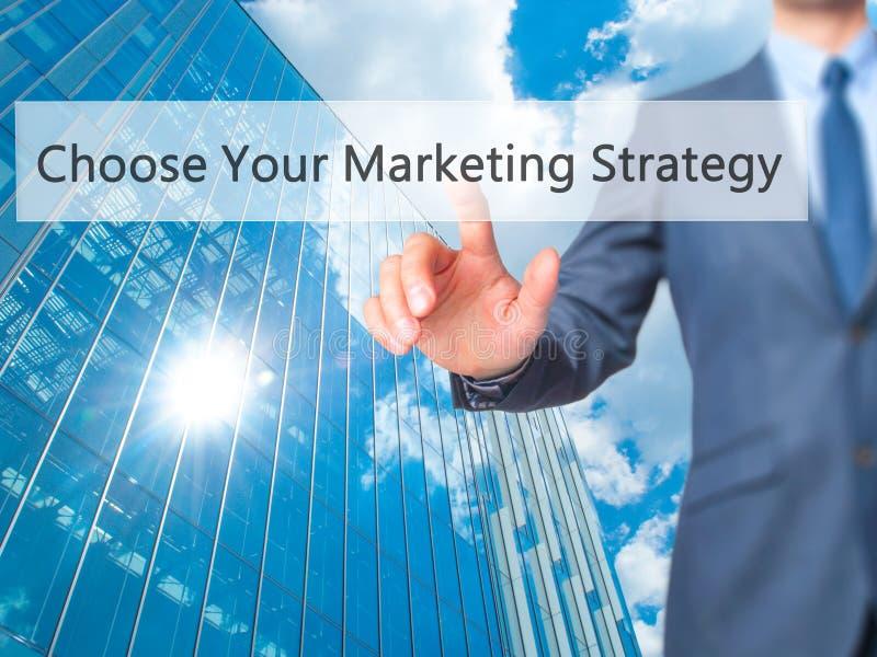 Choisissez votre stratégie marketing - butto de pressing de main d'homme d'affaires photographie stock
